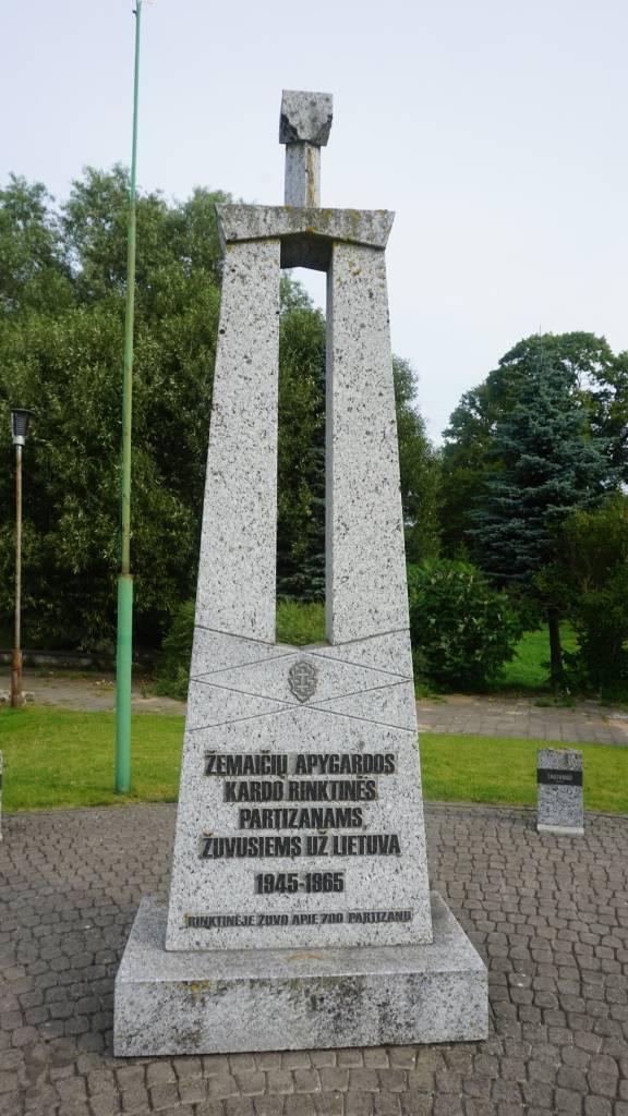 Pasipriešinimo sovietinei okupacijai atminimo ženklai Darbėnuose
