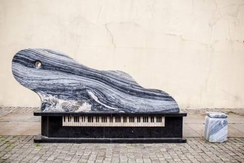 """Skulptūra """"Fortepijonas-banga"""""""