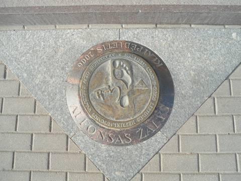 Atminimo plokštė - pėda: Alfonsas Žalys