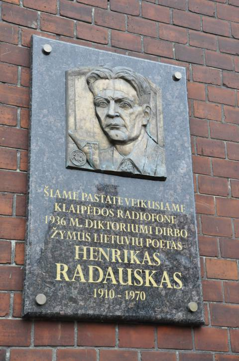 Памятная доска в честь Генрикаса Радаускаса