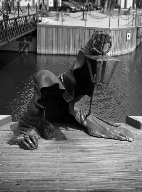 """Skulptūra """"Juodasis vaiduoklis"""""""