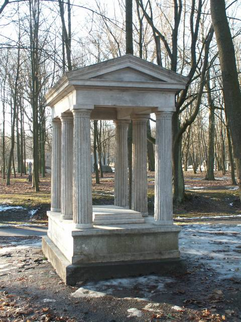 Юлий Людвиг Винер надгробный памятник