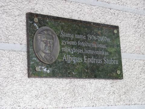 Gedenktafel an Albinas Endrius Stubra