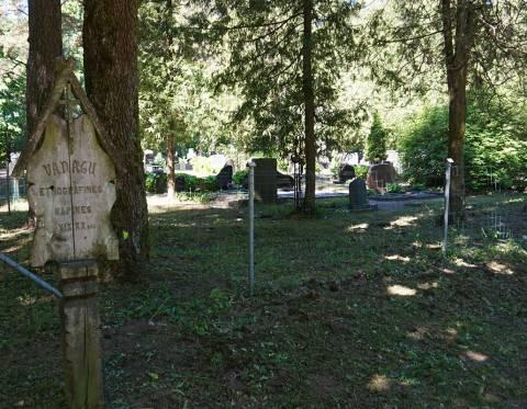 Vanagų kaimo etnografinės kapinės