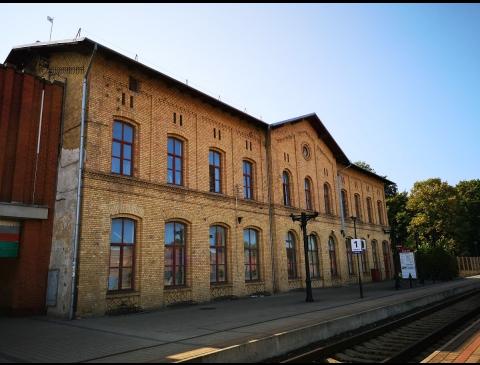 Senasis geltonų plytų traukinių stoties pastatas