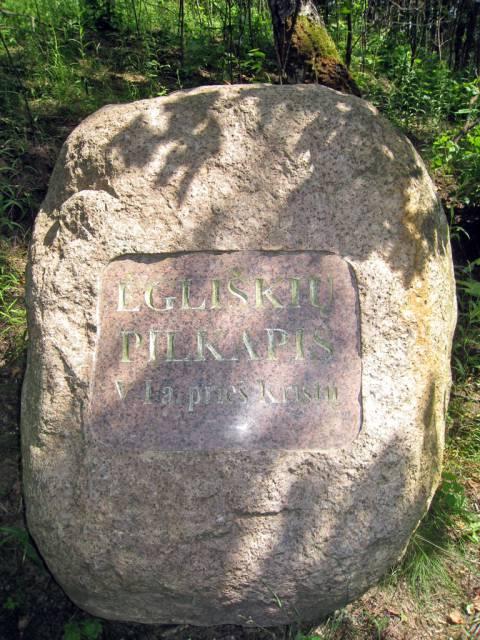 Ėgliškių pilkapio vietą žymintis akmuo