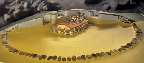 Ėgliškių pilkapio maketas Kretingos muziejuje