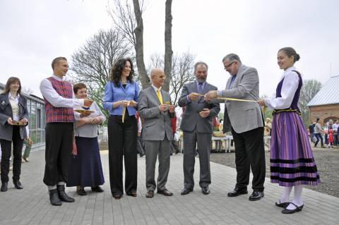 Tradicinių amatų centro atidarymas buvusiame dvaro šiltnamyje
