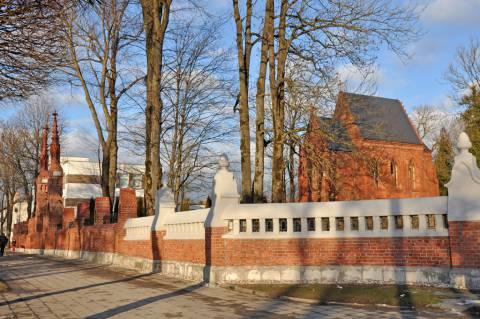 Kretingos parapijos naujųjų (II senųjų) kapinių tvora su vartais