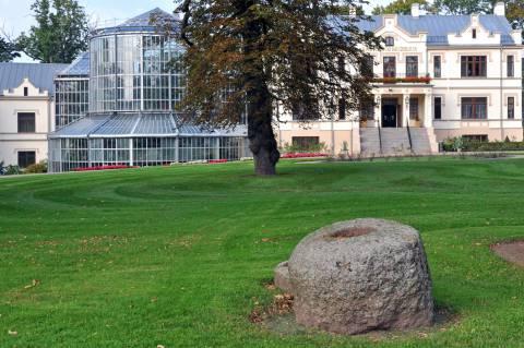 Kretingos (Padvarių) akmuo su dubeniu