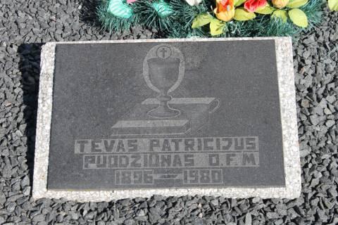 Partizanų rėmėjo Antano Puodžiūno (tėvo Patricijaus, OFM) kapas