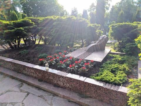 Kompozitoriaus Balio Dvariono šeimos kapas Palangos senosiose kapinėse
