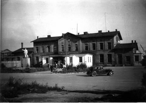 Paminklas Leninui priešais geležinkelio stotį