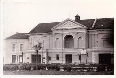 Stalino biustas Teatro aikštėje