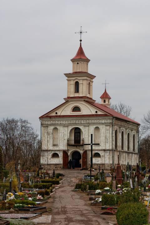 Visų Šventųjų koplyčia senosiose Plungės kapinėse