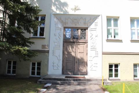 Šilutės pirmosios gimnazijos pastato fragmentas