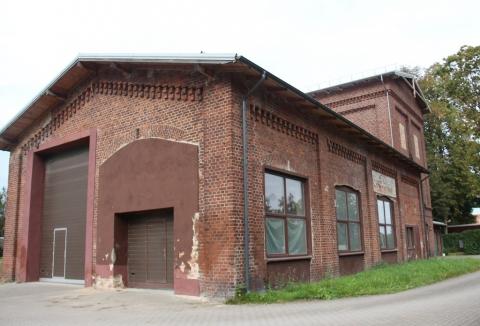 Vandentiekio pastatas iš kiemo pusės