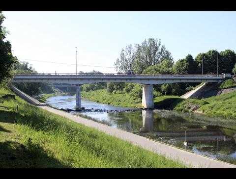 Die Brücke über den Fluss Jūra