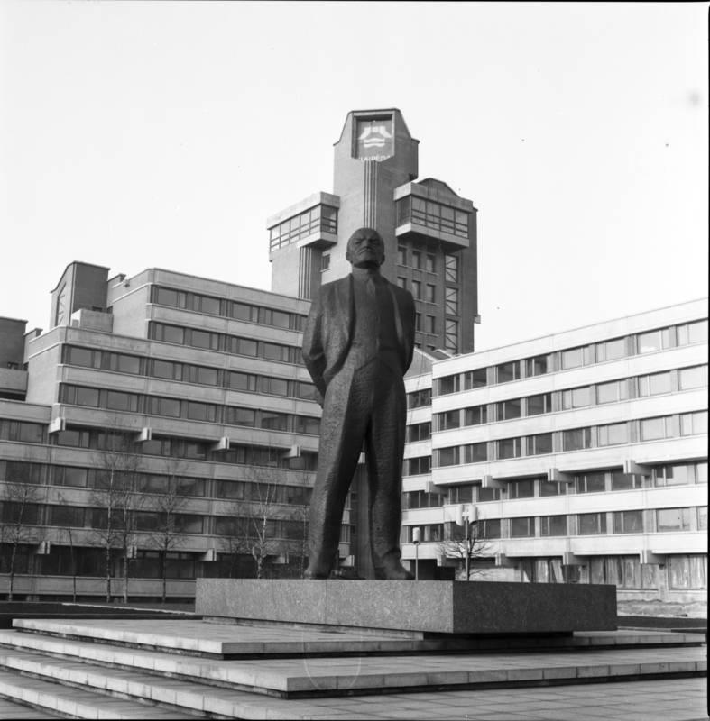 """Paminklas V. I. Leninui prie viešbučio """"Klaipėda"""""""