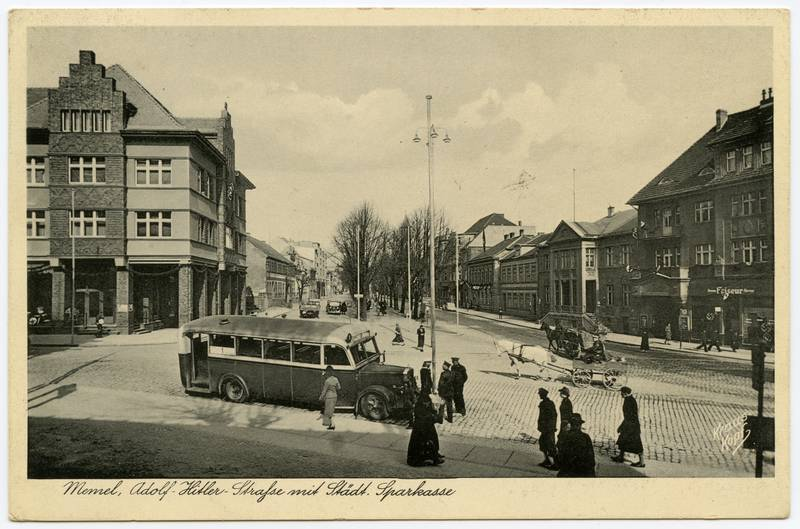 Memel, Adolf-Hitler-Strasse mit Staedt. Sparkasse