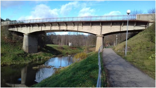 Tiltas per Mituvą
