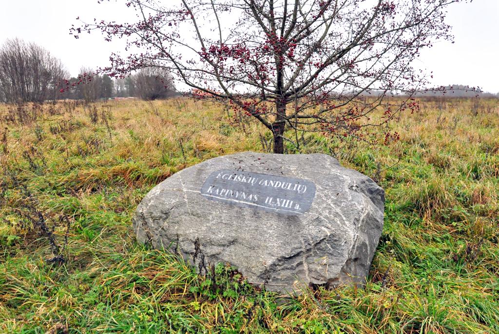 Ėgliškių-Andulių kapinyną žymintis akmuo