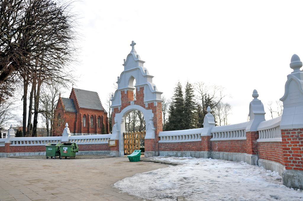 Kretingos parapijos naujųjų (II senųjų) kapinių tvoros Pietiniai vartai