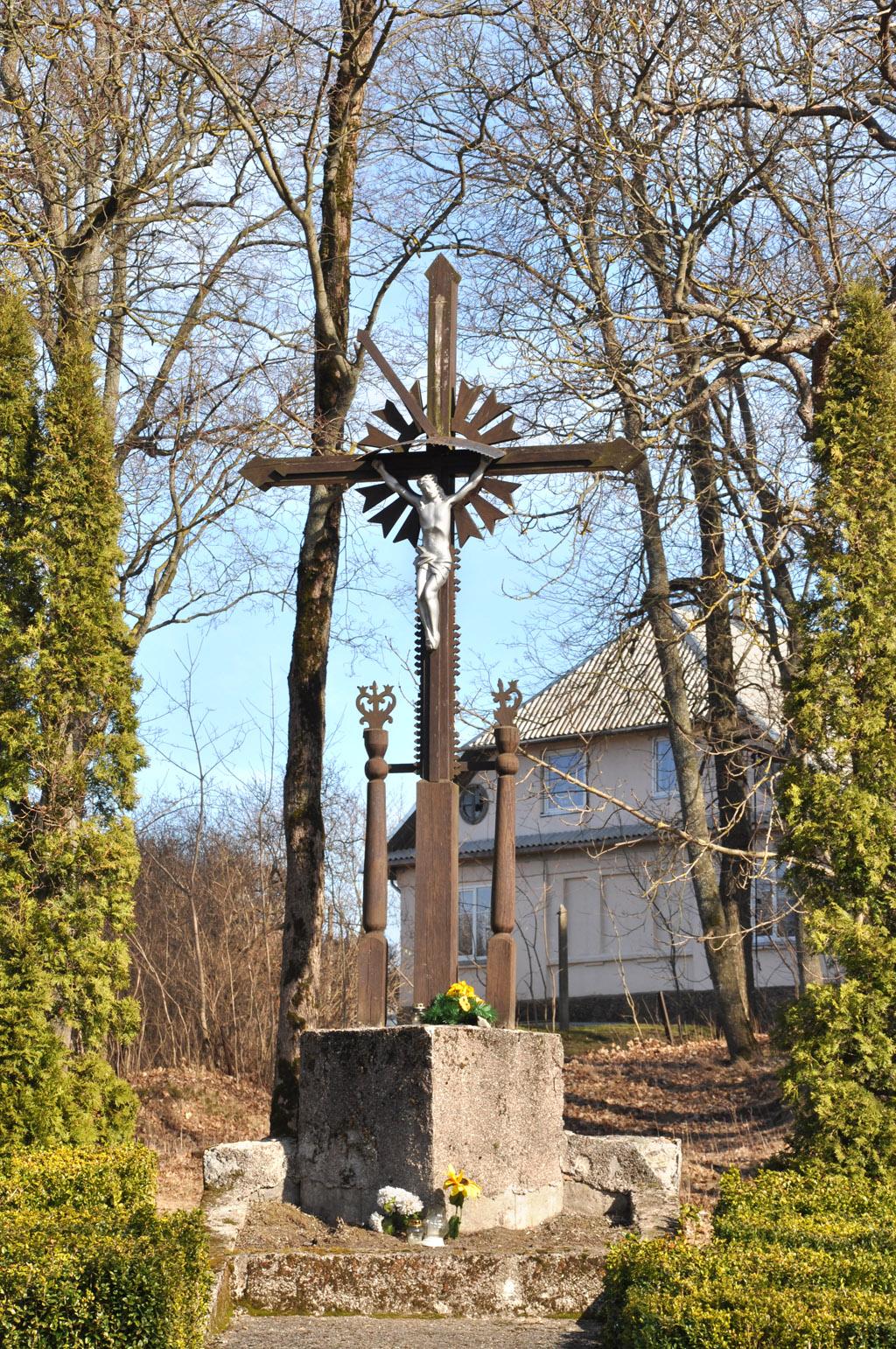 Padvarių kaimo kryžius