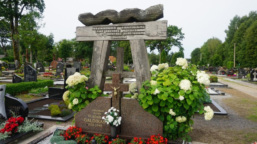 Lietuvos partizanų kapas Darbėnuose