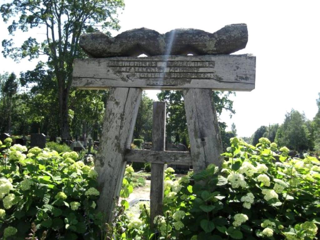 Lietuvos partizanų kapas Darbėnų kapinėse