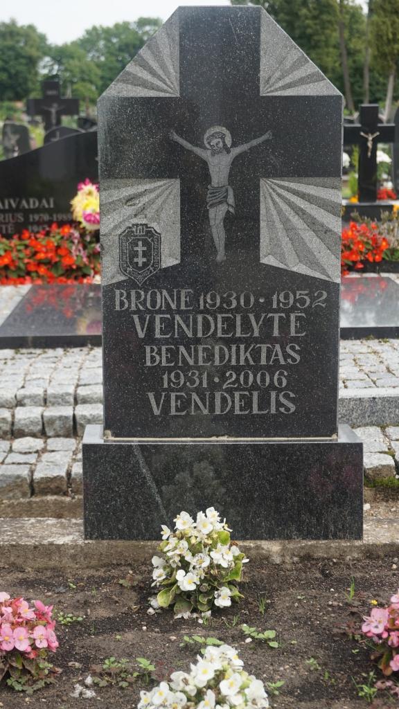 Partizanų Bronislavos Vendelytės ir Benedikto Vendelio kapas