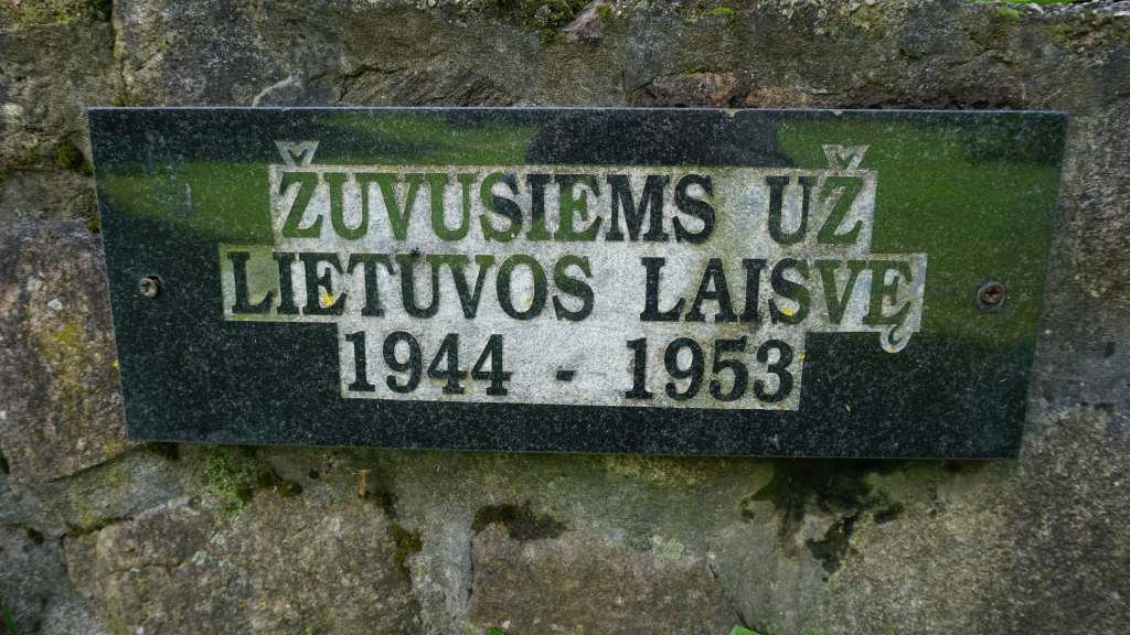 Atminimo lenta prie kryžiaus 1944–1953 m. Kretingos apylinkėse žuvusių Žemaičių apygardos Kardo rinktinės partizanų atminimui