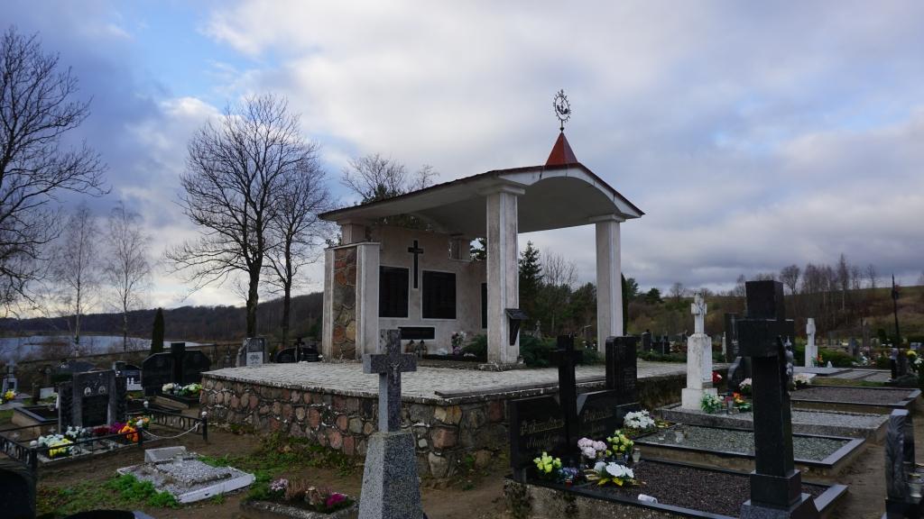 Memorialinė koplyčia Kartenos kapinėse