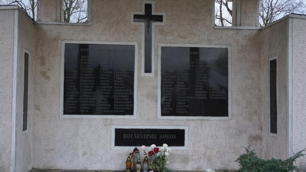Memorialinės koplyčios Kartenos kapinėse vidininės plokštės