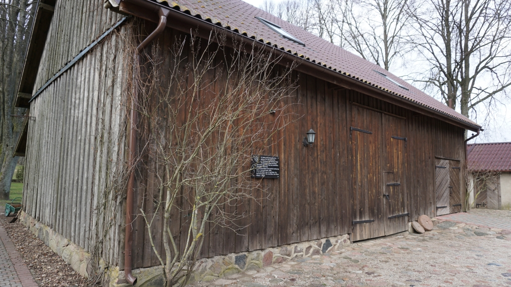Ūkinis pastatas, kuriame priėmė priesaiką pirmieji Kardo rinktinės Kadagio kuopos partizanai