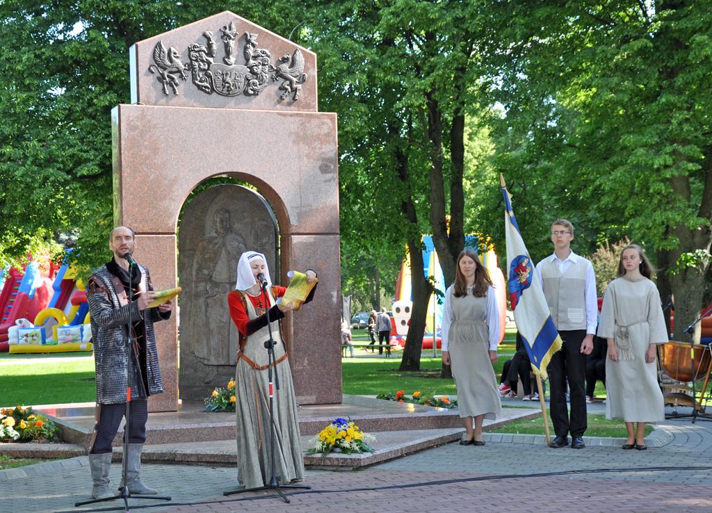 Kretingos miesto šventės atidarymas prie paminklo Jonui Karoliui Chodkevičiui