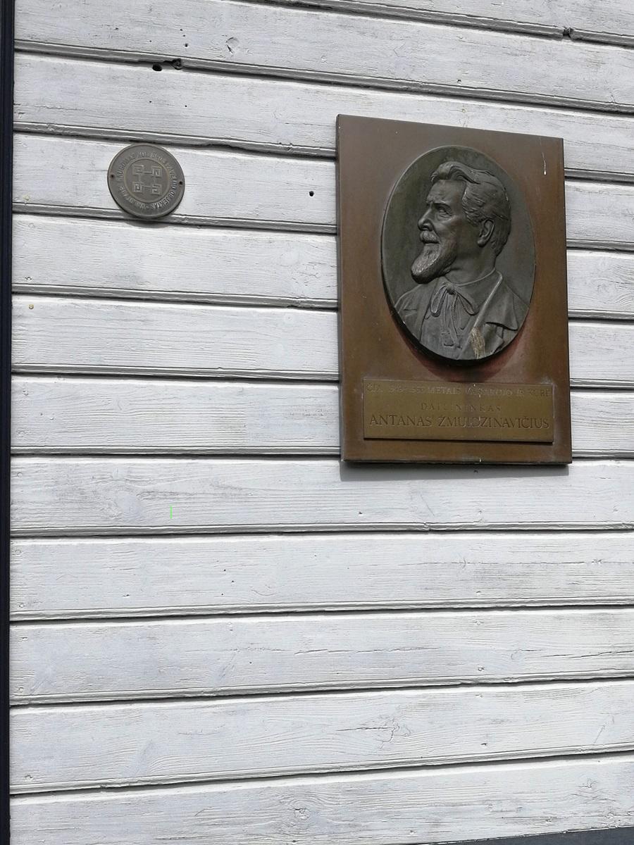 Memorialinė lenta ant A. Žmuidzinavičiaus namo
