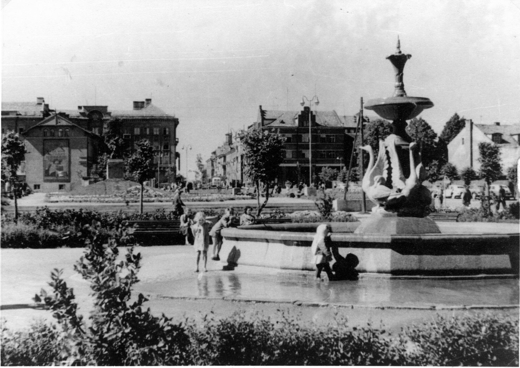 Gulbių fontanas Danės krantinėje
