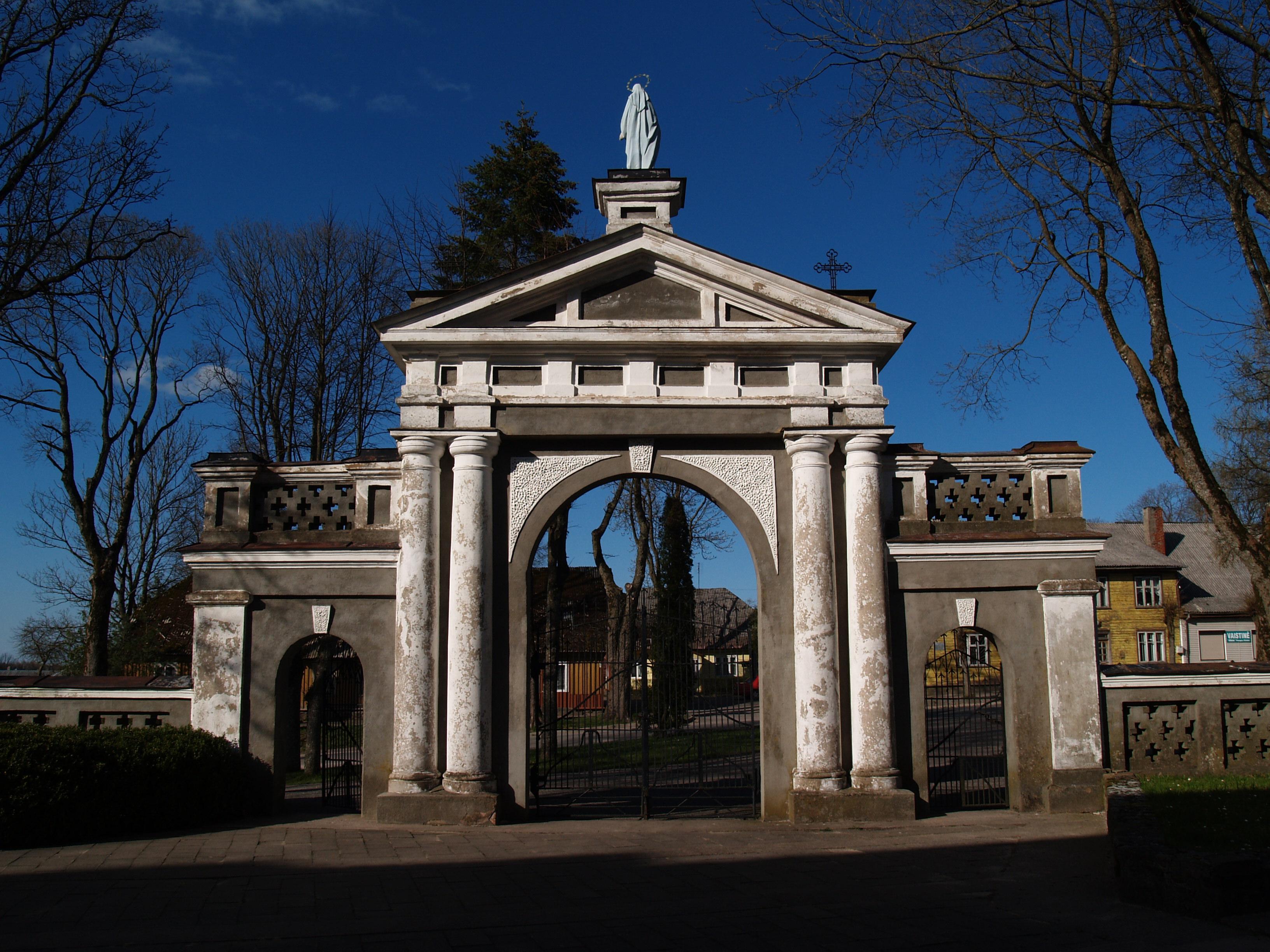 Kulių bažnyčios vartai