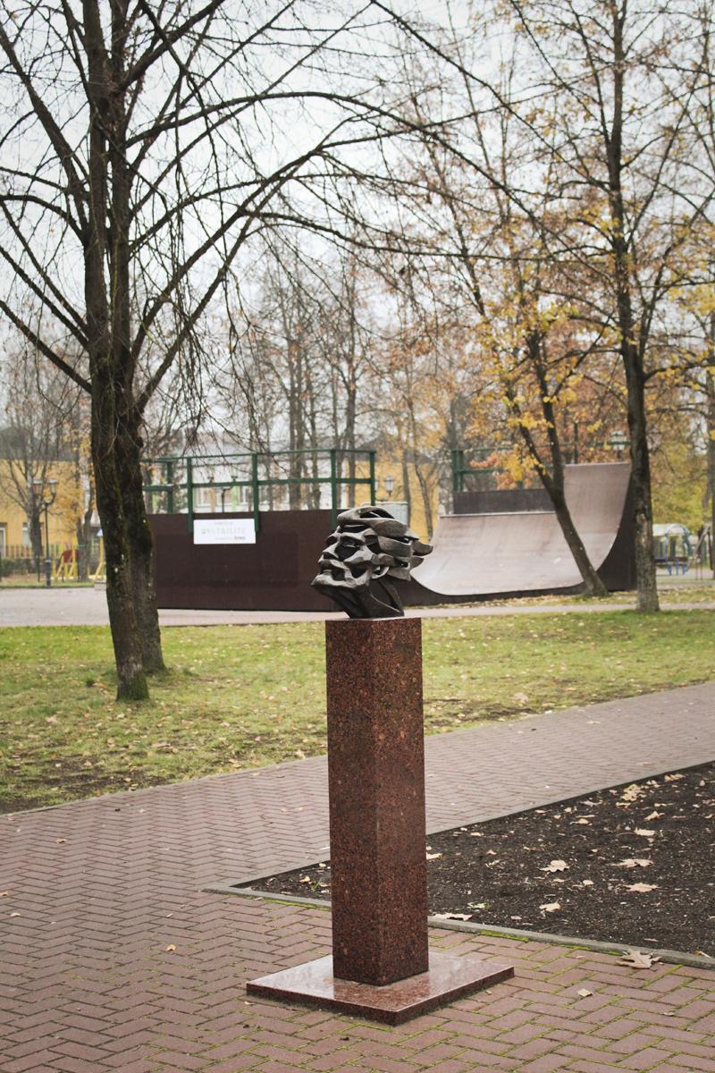 Skulptūrinis ekslibrisas Vydūnui ir riedutininkų parkas